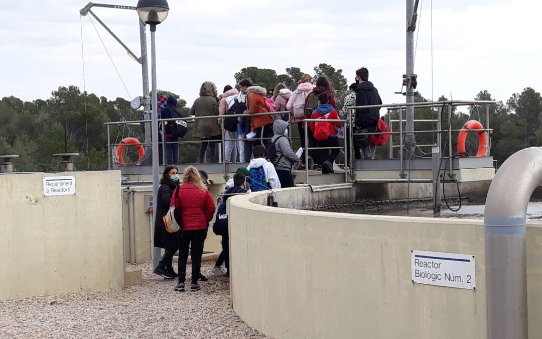 Los alumnos de 1º de ESO del Instituto Miami visitan la depuradora municipal
